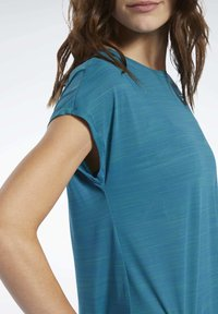 Reebok - WORKOUT READY ACTIVCHILL TEE - T-shirts med print - heritage teal - 3