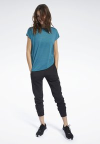 Reebok - WORKOUT READY ACTIVCHILL TEE - T-shirts med print - heritage teal - 1