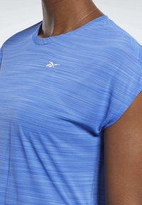 Reebok - WORKOUT READY ACTIVCHILL TEE - T-shirts med print - blue - 3