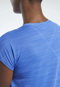 Reebok - WORKOUT READY ACTIVCHILL TEE - T-shirts med print - blue - 4