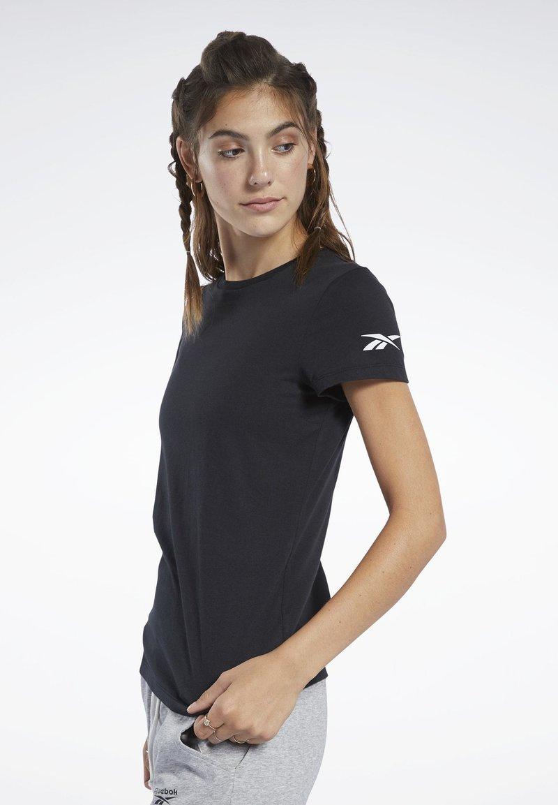 Reebok - LOGO TEE - T-shirt z nadrukiem - black