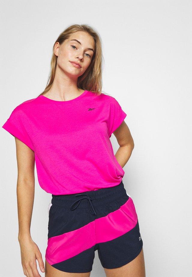 SUPREMIUM DETAIL TEE - Print T-shirt - pink