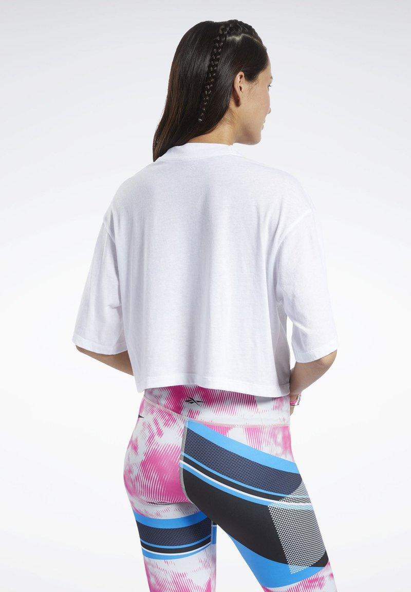 Reebok MYT GRAPHIC T-SHIRT - T-shirt con stampa - white f9O6gV per la promozione
