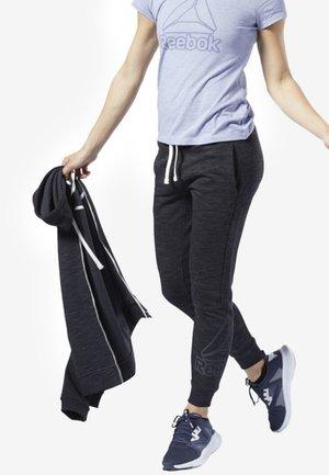 TRAINING ESSENTIALS LOGO PANTS - Pantalon de survêtement - black