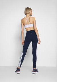 Reebok - ELEMENTS TRAINING LEGGINGS - Trikoot - conavy - 2