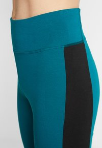 Reebok - ELEMENTS TRAINING LEGGINGS - Punčochy - hertea - 3