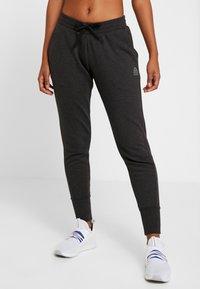 Reebok - LIGHTWEIGHT JOGGER - Pantalon de survêtement - black melange - 0