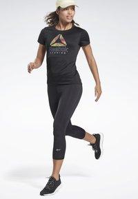 Reebok - RUNNING ESSENTIALS 3/4 TIGHTS - Leggings - black - 1