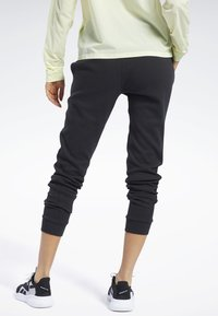 Reebok - QUIK COTTON PANTS - Spodnie treningowe - black - 2