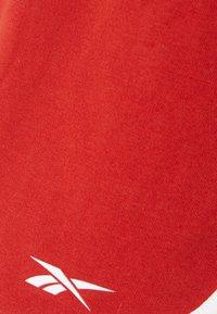 Reebok - SLIT SHORT - Pantalón corto de deporte - legacy red - 2