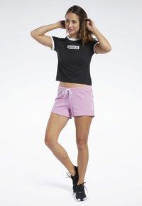 Reebok - TRAINING ESSENTIALS LINEAR LOGO SHORTS - kurze Sporthose - pink - 1