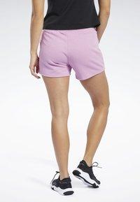 Reebok - TRAINING ESSENTIALS LINEAR LOGO SHORTS - kurze Sporthose - pink - 2