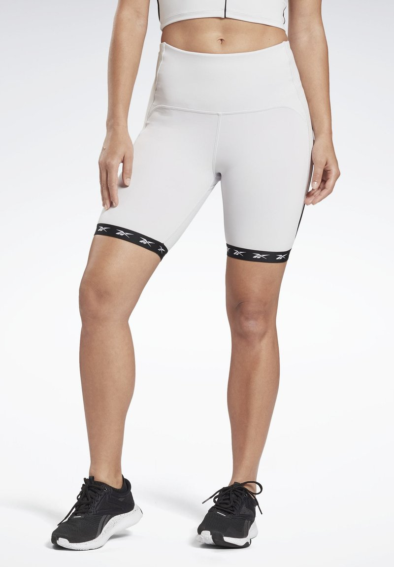 Reebok - STUDIO BIKE HIGH-INTENSITY SHORTS - Shorts - white