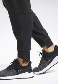 Reebok - QUIK COTTON JOGGERS - Jogginghose - black - 5