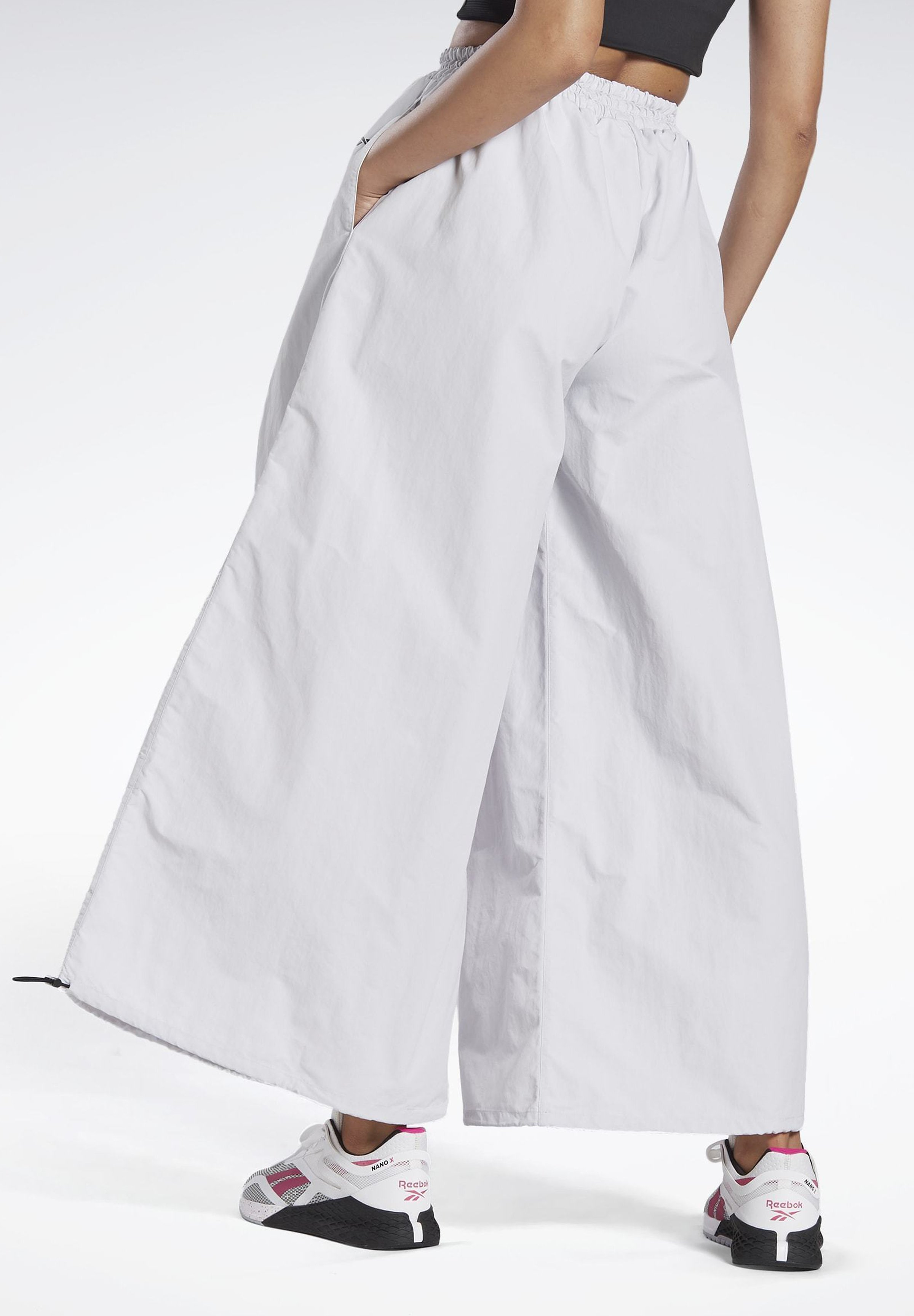 Ostaa Naisten Vaatteet Sarja ddj54584sfGHYHD Reebok WIDE LEG WOVEN TRACKSUIT BOTTOMS Verryttelyhousut white