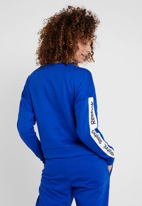 Reebok - TRAINING ESSENTIALS PULLOVER - Mikina - cobalt - 2
