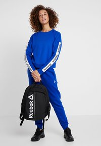 Reebok - TRAINING ESSENTIALS PULLOVER - Mikina - cobalt - 1