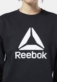 Reebok - WORKOUT READY BIG LOGO COVER-UP - Felpa - black - 3