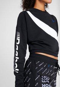 Reebok - WOR COLORBLOCKED CREW - Sweatshirt - black - 4