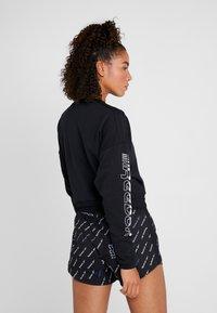 Reebok - WOR COLORBLOCKED CREW - Sweatshirt - black - 2