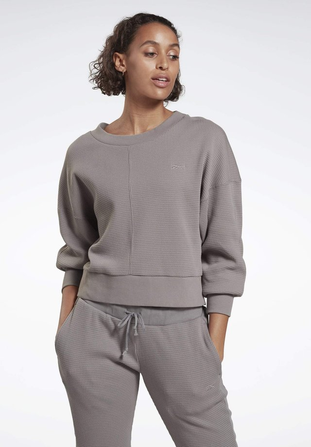 STUDIO LAYER SWEATSHIRT - Stickad tröja - grey