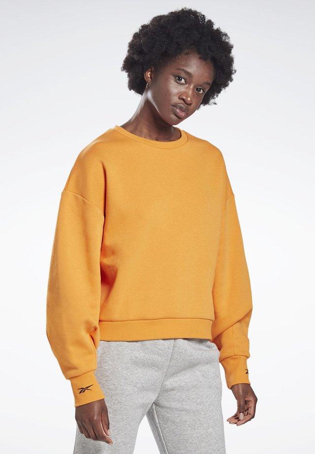 OVERSIZE COVER-UP - Sweater - orange