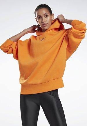 STUDIO RESTORATIVE HOODIE - Kapuzenpullover - orange