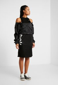 Reebok - WOR DRESS - Vestido de deporte - black - 1