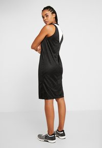 Reebok - WOR DRESS - Vestido de deporte - black - 2