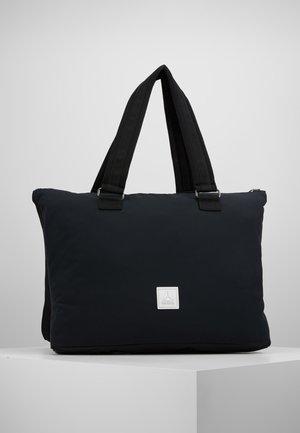 PINNACLE - Sportovní taška - black