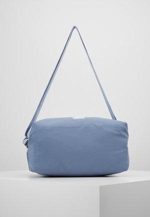 STUDIO IMAGIRO - Treningsbag - washed indigo