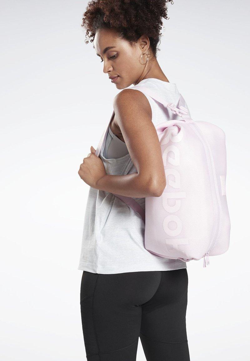 Reebok - TRAINING IMAGIRO BAG - Treningsbag - pink