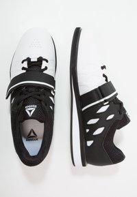 Reebok - LIFTER PR TRAINING SHOES - Sportovní boty - white/black - 1