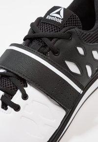 Reebok - LIFTER PR TRAINING SHOES - Sportovní boty - white/black - 5