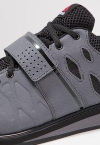 Reebok - LIFTER PR TRAINING SHOES - Sportschoenen - ash grey/black/white - 5