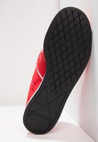 Reebok - LIFTER PR TRAINING SHOES - Sportovní boty - red/black/white - 4