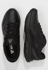 Reebok - WALK ULTRA 6 DMX MAX - Chodecké tenisky - black/alloy - 1