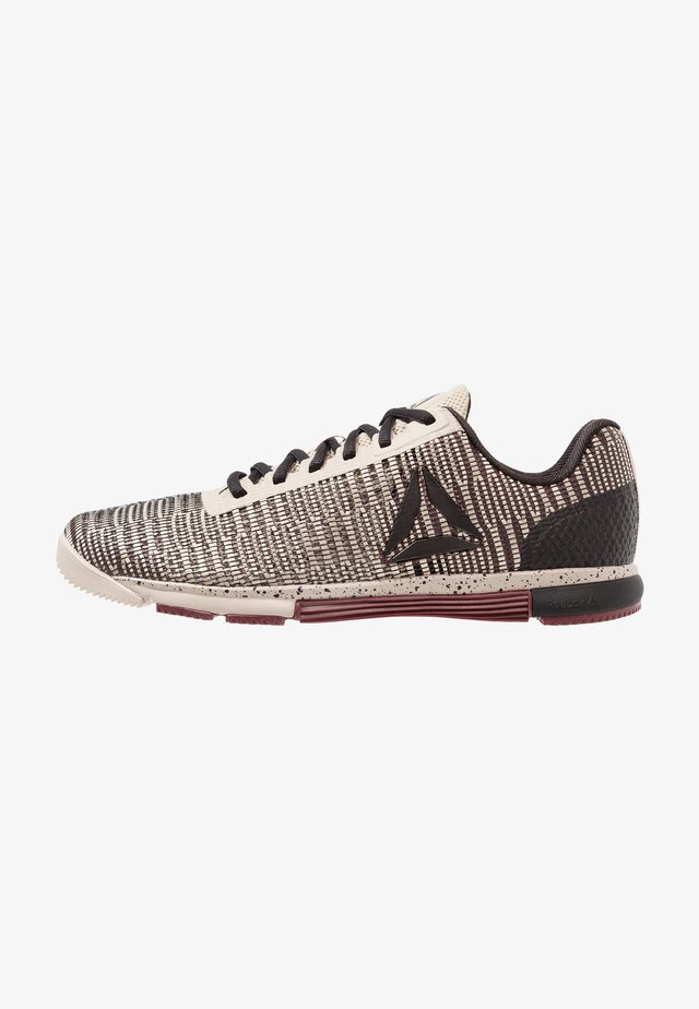 SPEED TR FLEXWEAVE LOW PROFILE SHOES - Sportovní boty - sand/mineral dust/black