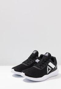 Reebok - FLEXAGON ENERGY PERFORMANCE SHOES - Gym- & träningskor - black/white/silver metallic - 2