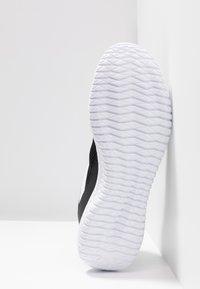 Reebok - FLEXAGON ENERGY PERFORMANCE SHOES - Gym- & träningskor - black/white/silver metallic - 4