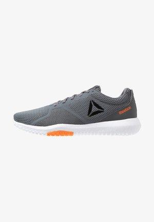 FLEXAGON FORCE TRAINING LIGHT SHOES - Scarpe da fitness - cold grey/orange/white