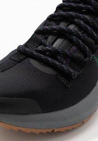 Reebok - SOLE FURY TRAIL - Běžecké boty do terénu - black/clover green /regal purple - 5