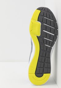 Reebok - RUNNER 4.0 - Neutral running shoes - cold grey/collegiate shadow/hero yellow - 4