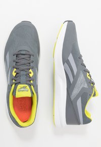 Reebok - RUNNER 4.0 - Neutral running shoes - cold grey/collegiate shadow/hero yellow - 1