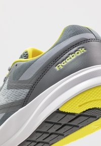 Reebok - RUNNER 4.0 - Neutral running shoes - cold grey/collegiate shadow/hero yellow - 5