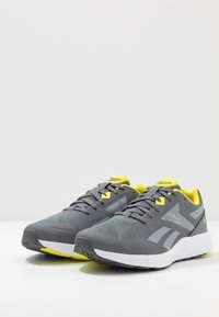 Reebok - RUNNER 4.0 - Neutral running shoes - cold grey/collegiate shadow/hero yellow - 2