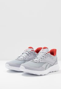Reebok - QUICK MOTION 2.0 - Zapatillas de running neutras - cold grey/white/legand activ red