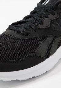 Reebok - QUICK MOTION 2.0 - Neutrální běžecké boty - black/white - 5