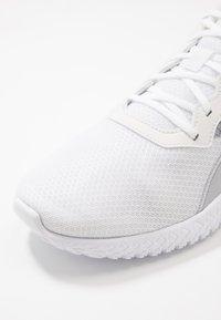 Reebok - FLEXAGON ENERGY TR 2.0 - Sportovní boty - white/cold grey - 5