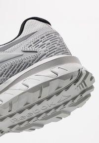 Reebok - RIDGERIDER 5 GTX - Běžecké boty do terénu - grey/black - 5